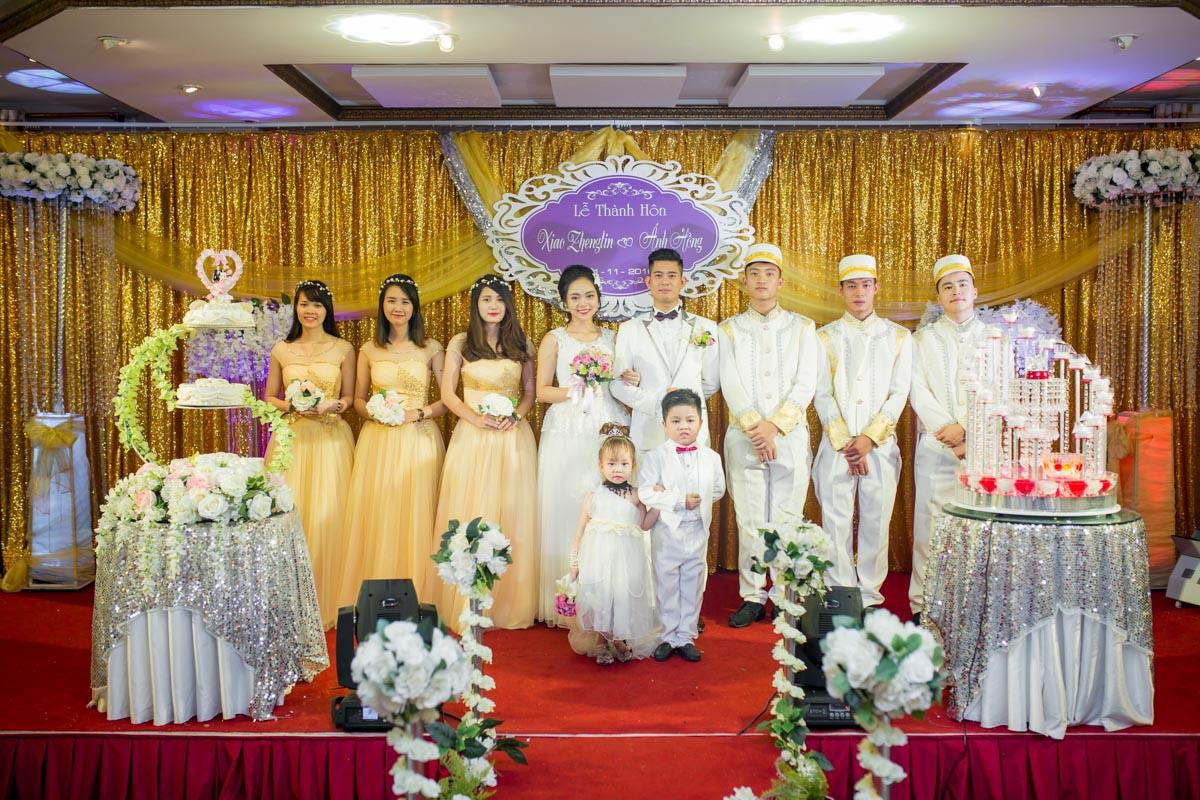 Cô dâu - Chú rể cùng đội khánh thiết của Tràng An palace