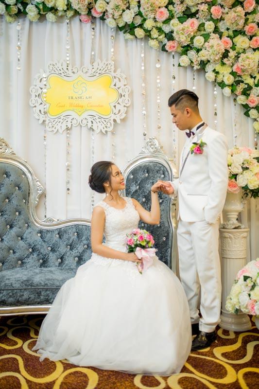 Cô dâu - Chú rể tình tứ bên nhau, báo hiệu cho một cuộc sống hạnh phúc viên mãn tốt đẹp