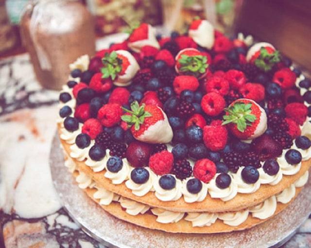 Bánh cưới hoa quả truyền thống trong lễ cưới của người Anh
