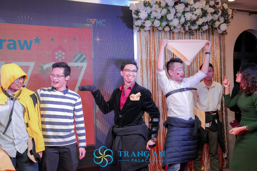Các anh chàng tài ba thể hiện bản lĩnh sân khấu