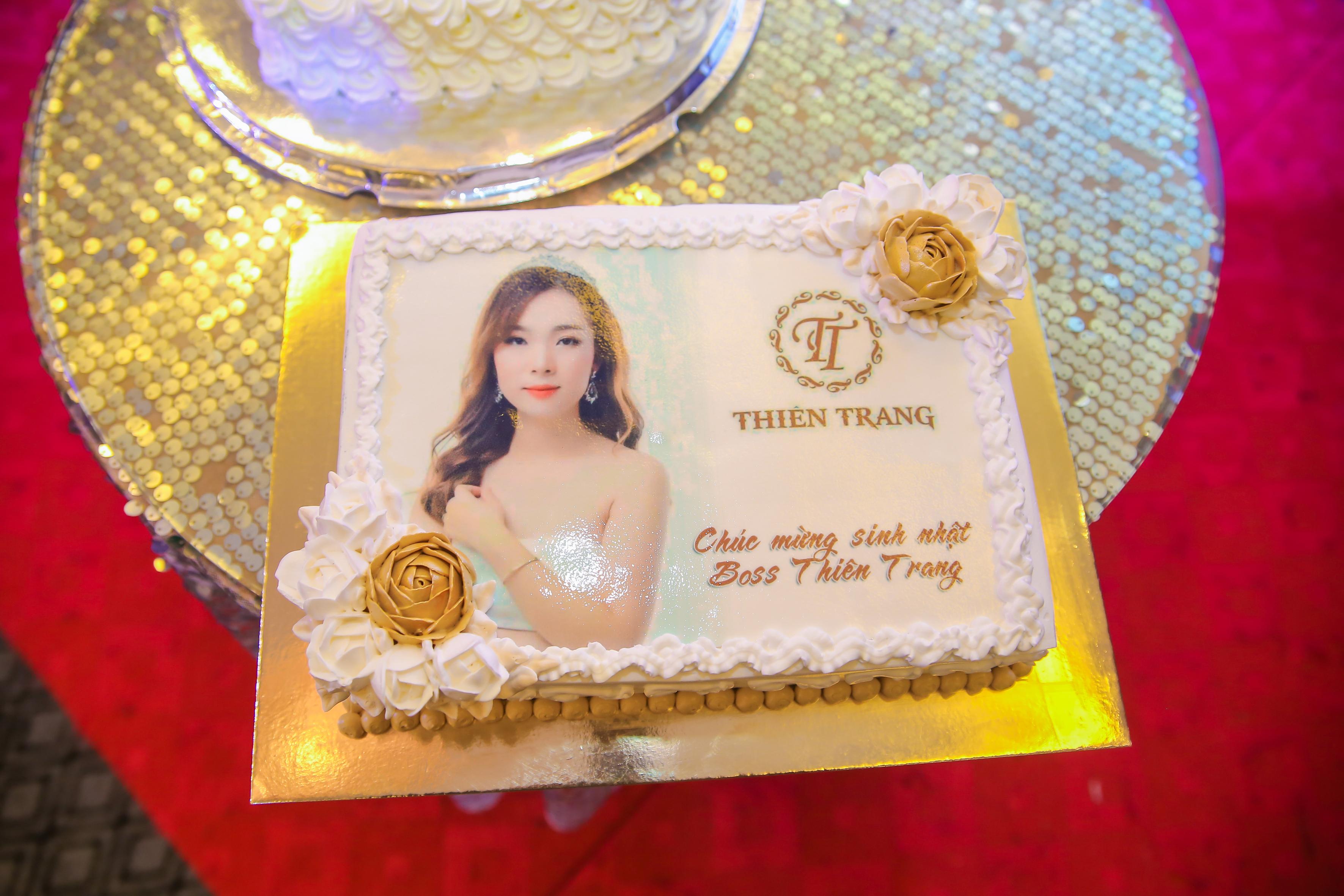 Chiếc bánh sinh nhật dành riêng cho Giám đốc Thiên Trang trong sự kiện