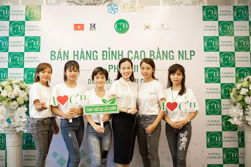 Khóa đào tạo Bán hàng đỉnh cao bằng NLP do hãng mỹ phẩm thiên nhiên Natural Cosmetic và C'n tổ chức tại trung tâm tổ chức hội nghị Tràng An Palace