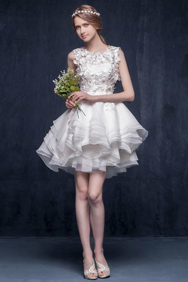 Váy cưới cô dấu dáng ngắn giúp khéo léo ăn gian đôi chân dài