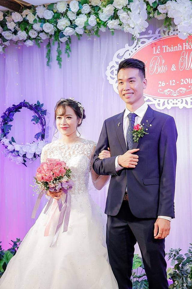 Váy cưới cô dâu xòe bồng dáng dài cơ bản