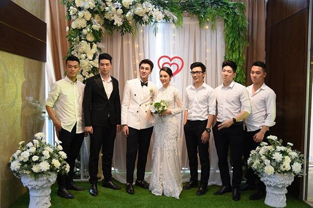 Diễn viên, người mẫu Quỳnh Lương duyên dáng trong chiếc váy cô dâu đuôi cá, sánh vai cùng chú rể Bình An tại Tràng An Palace